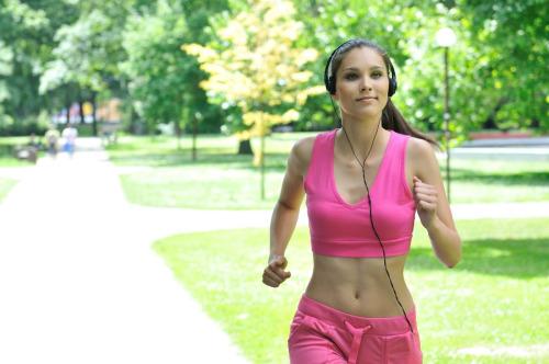 5 beneficios de hacer deporte que no son perder peso