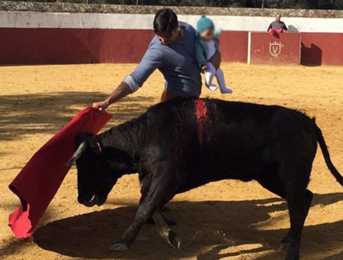 Francisco Rivera publica una foto toreando con su hija de cinco meses