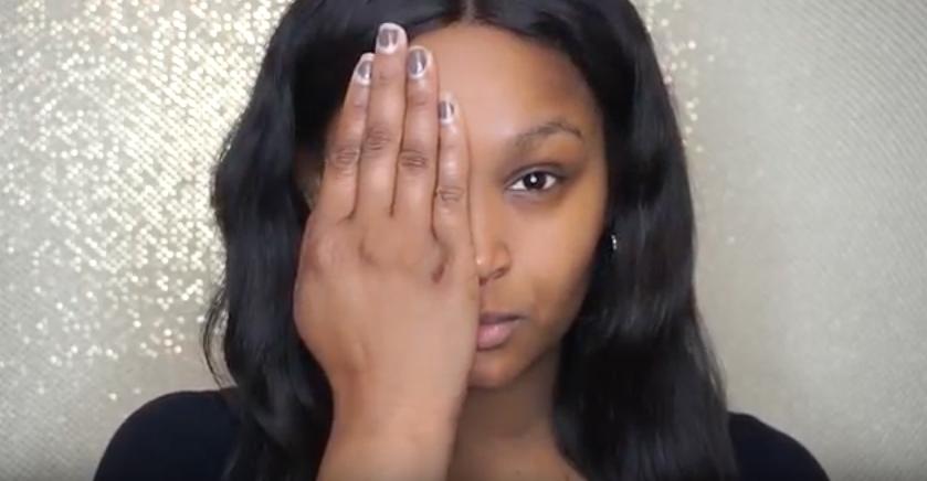 Esta víctima de quemaduras utiliza el maquillaje de forma increíble