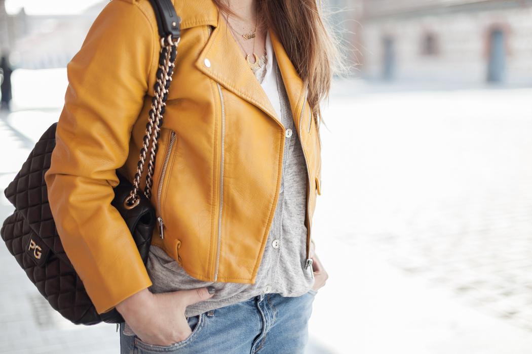 ¿Qué pasa con esta chaqueta amarilla de Zara y por qué se ha hecho viral?