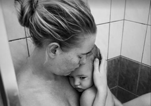 Esta tierna imagen esconde una de las peores partes de la maternidad