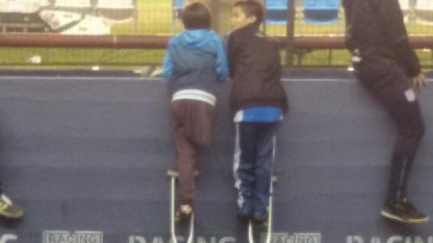 El gesto que este niño tuvo con su amigo conmueve al mundo