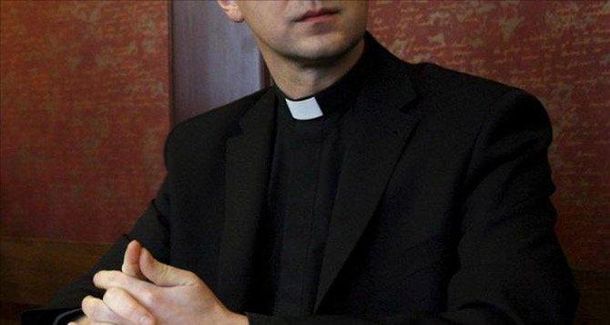 Un sacerdote deja embarazada a una menor de 15 años