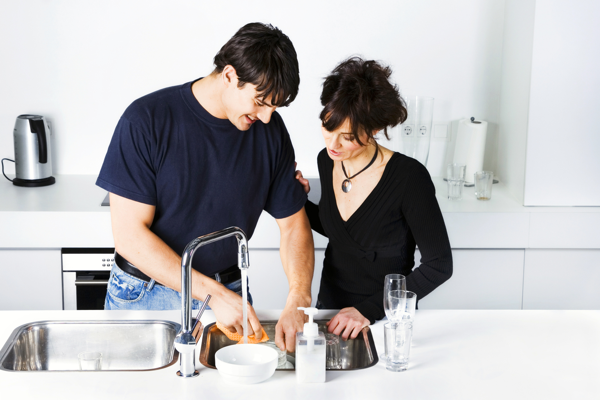 Repartir las tareas del hogar ayuda a mejorar el sexo