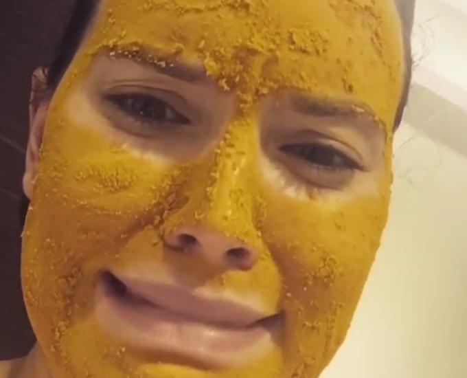 ¿Por qué esta mascarilla amarilla se ha hecho viral?