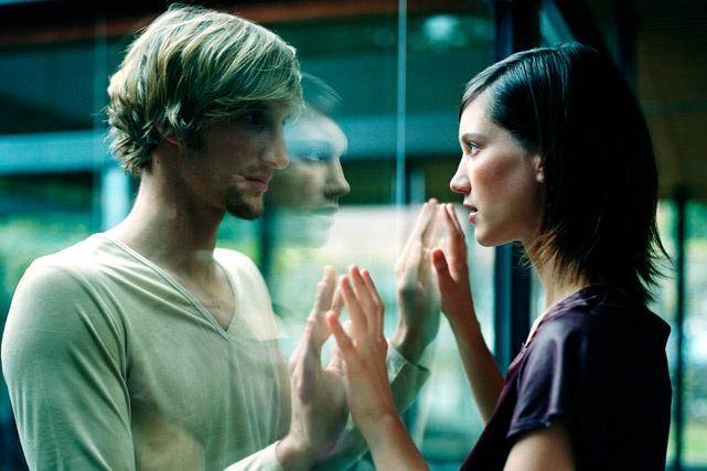 La explicación biológica de por qué nos atraen personas opuestas (solo si estamos solteros)