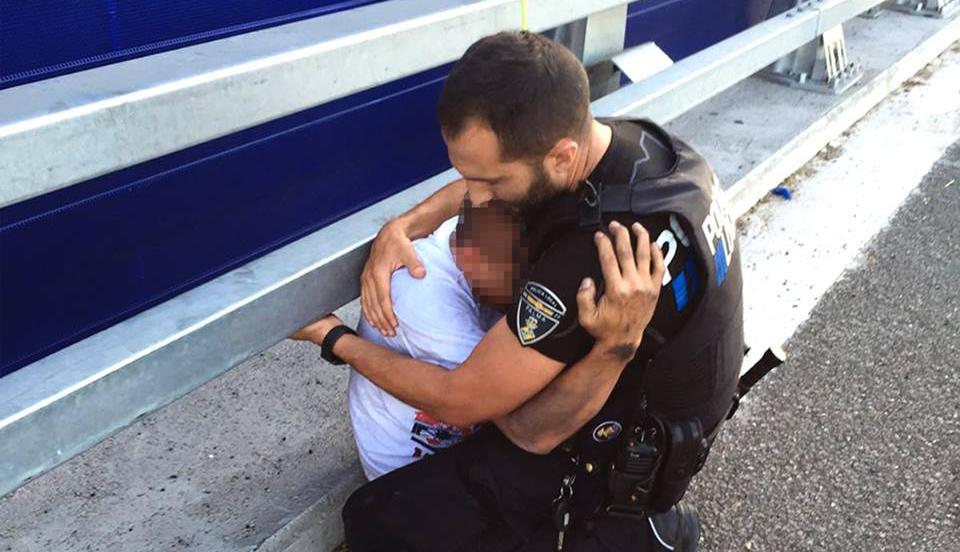 La historia del abrazo que se hizo viral