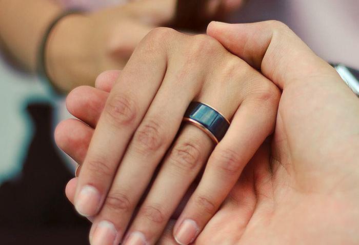 El anillo que te hace sentir a tu pareja esté donde esté
