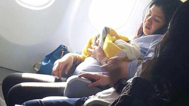 Nace un bebé en pleno vuelo y la aerolínea le hace este regalo
