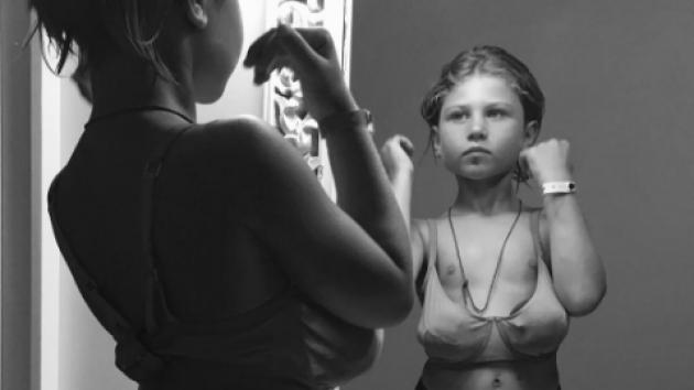 La polémica foto censurada de esta niña en sujetador