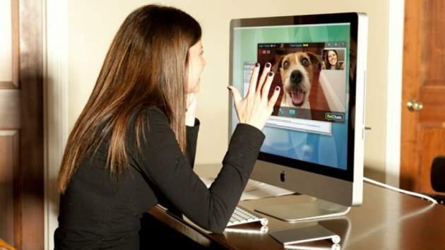 Ya puedes hacer una videollamada a tu perro cuando esté solo en casa