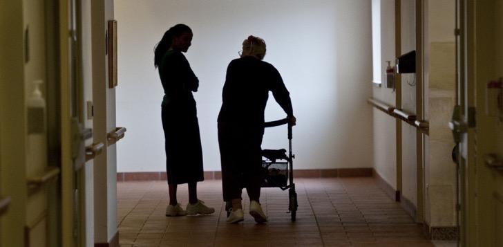 Descubren que una trabajadora de un asilo abusaba sexualmente de los ancianos