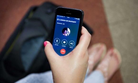 Siete años de cárcel por espiar el móvil de su novia