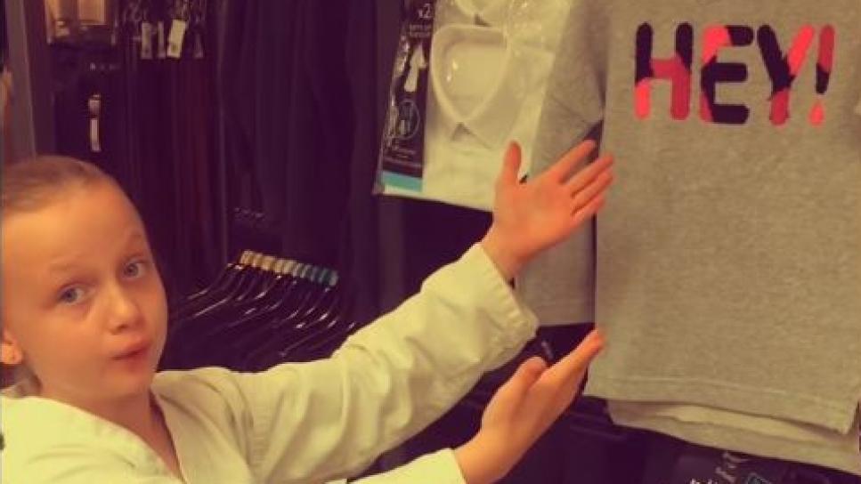 niña denuncia sexismo en la ropa