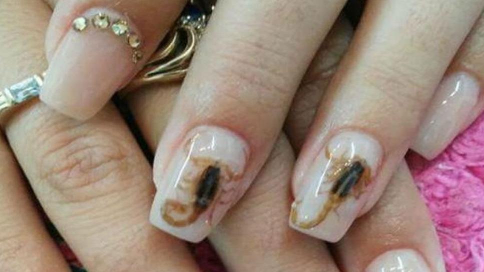 Manicuras con escorpiones incrustados: la última moda en México