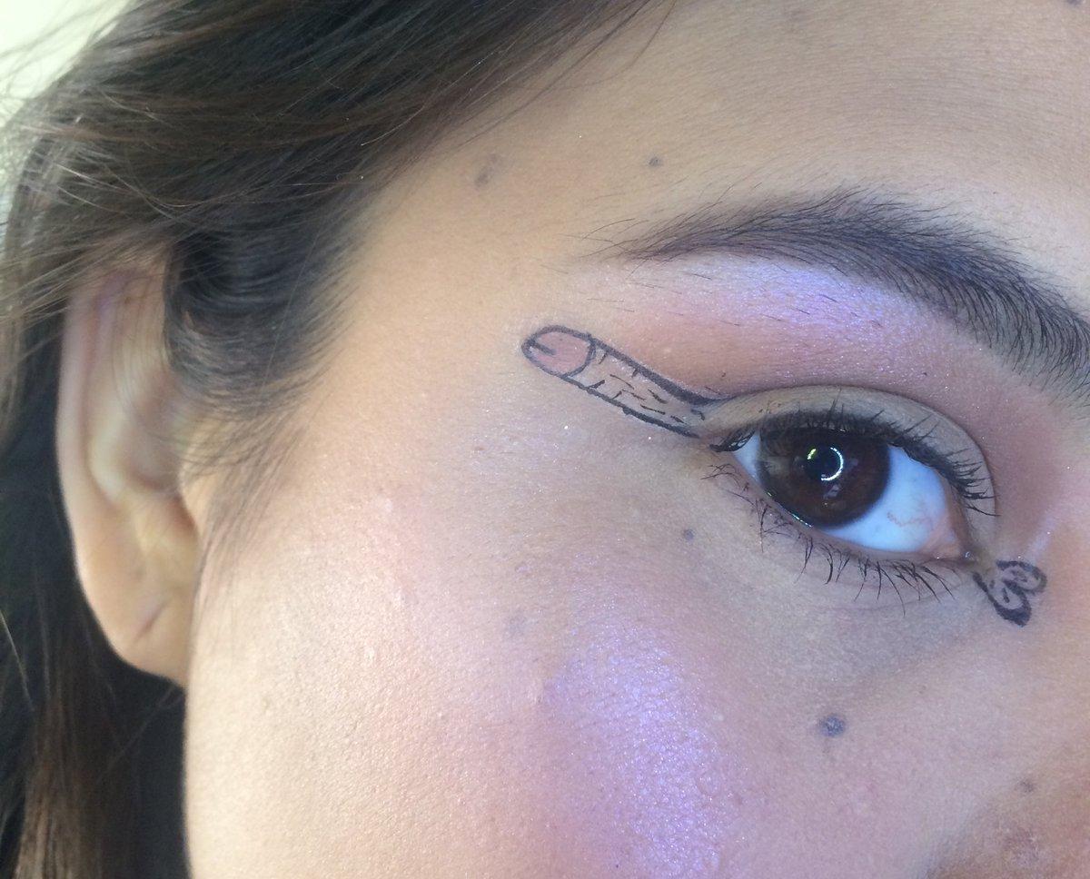 'Dickliner': delinear tu ojo en forma de pene está de moda