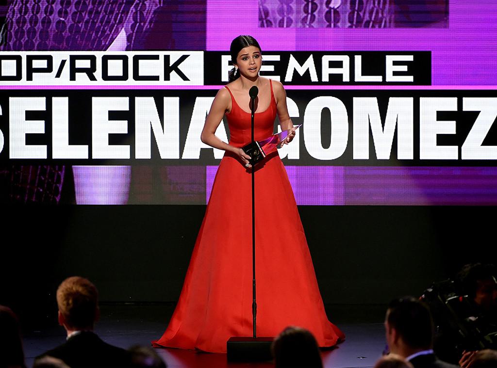 Selena Gomez habla de su enfermedad en un discurso anti-redes sociales