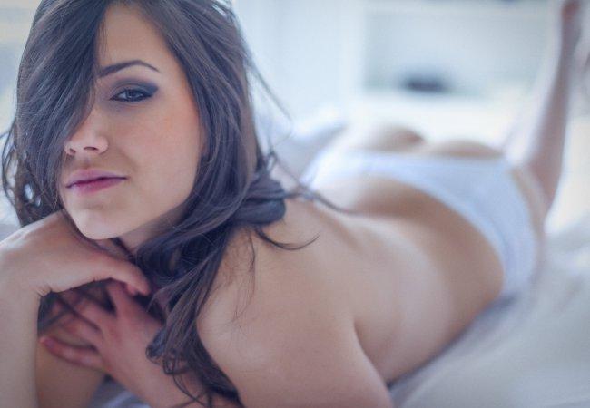 llega al orgasmo ella sola - Chicas Desnudas XXX