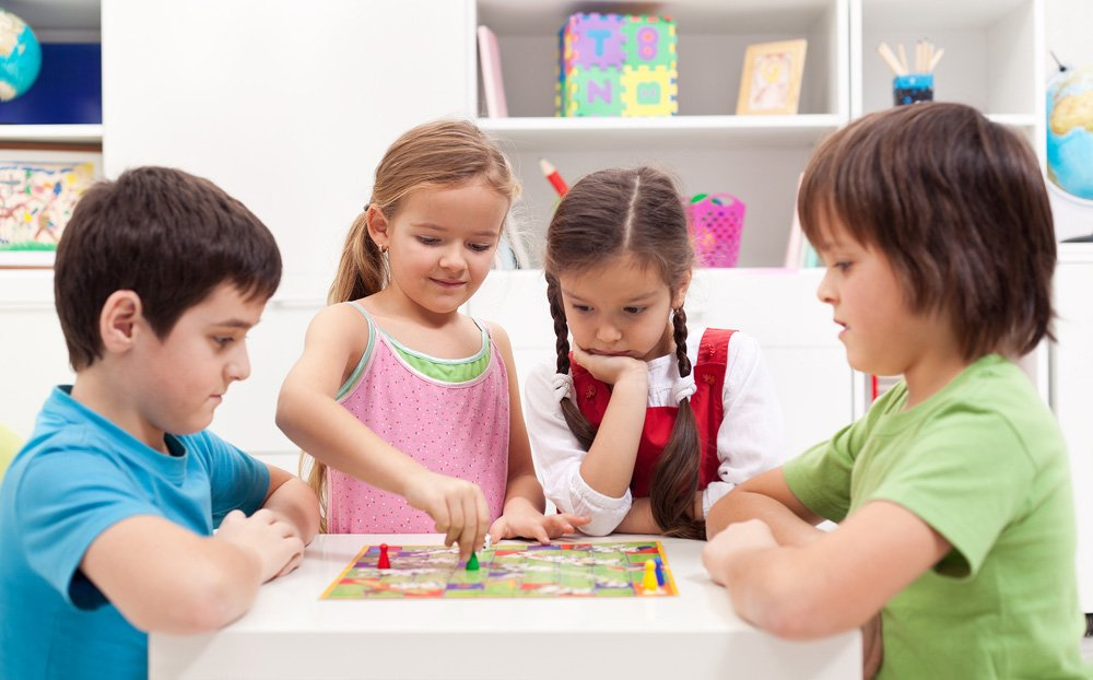 El juego que enseña a los niños a identificar a los pederastas