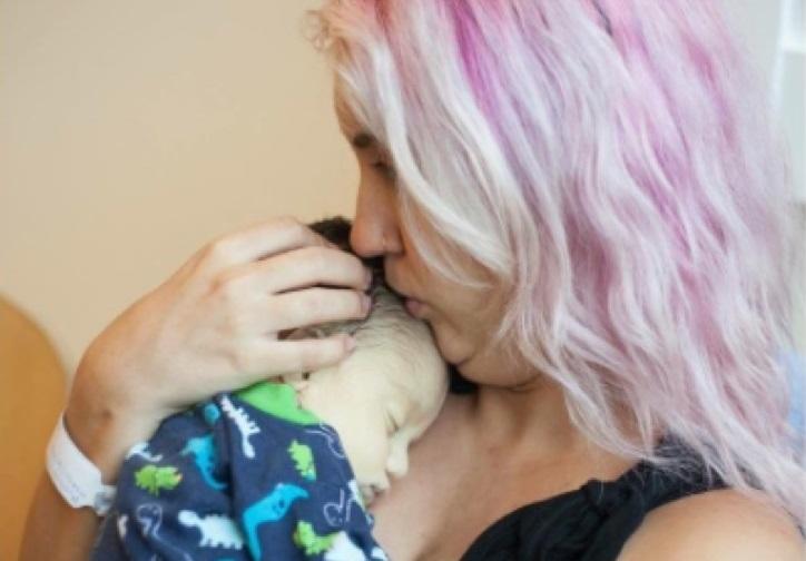 Esta madre ya ha perdido a dos bebés y continúa donando su leche materna