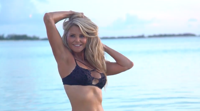 Christie Brinkley posa 63 años
