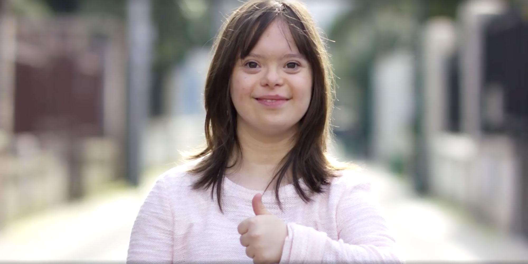 Esta chica es la primera presentadora Sindrome de Down
