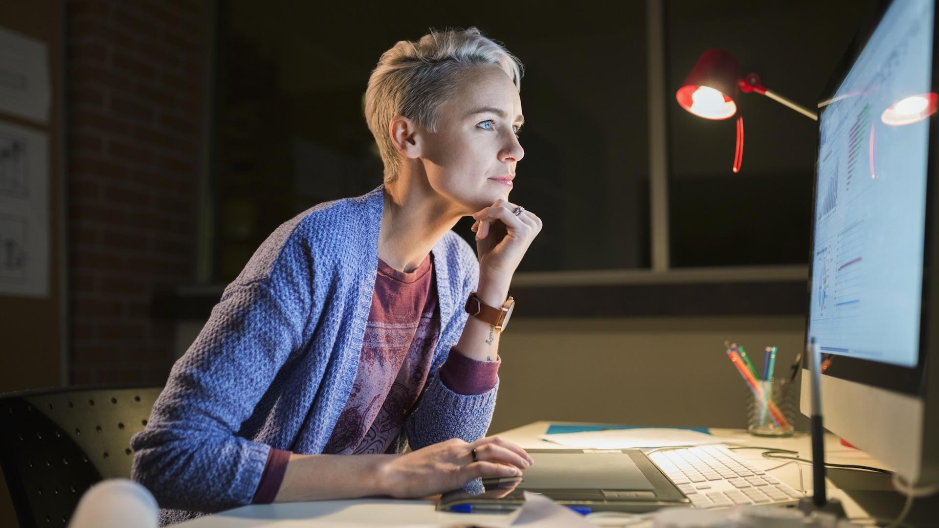 Consejos para trabajar de noche y no dormirte en el intento