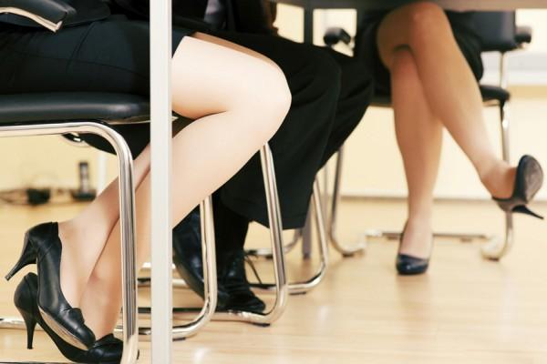 despedidas por no llevar minifalda
