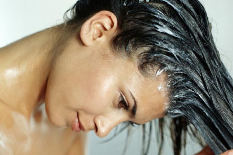 Los mejores remedios caseros para un pelo reseco y sin brillo