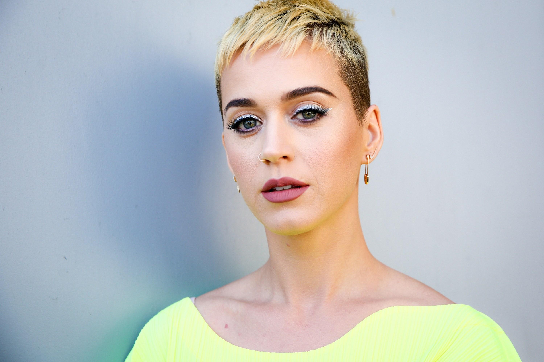 Katy Perry diseña unas zapatillas y todos piensan que está de broma