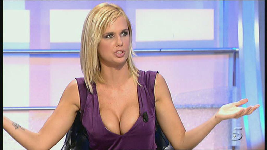 Miriam Sánchez se quita los implantes de pecho y se los vende a un fan