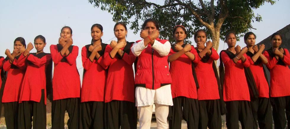 La patrulla de adolescentes indias que lucha contra los acosadores