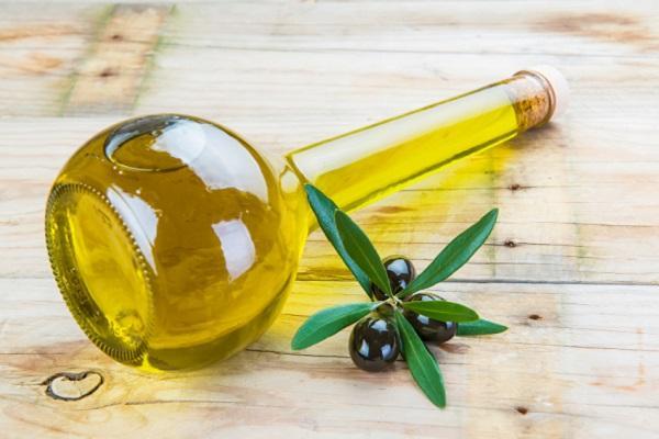 aceite de oliva para las cejas
