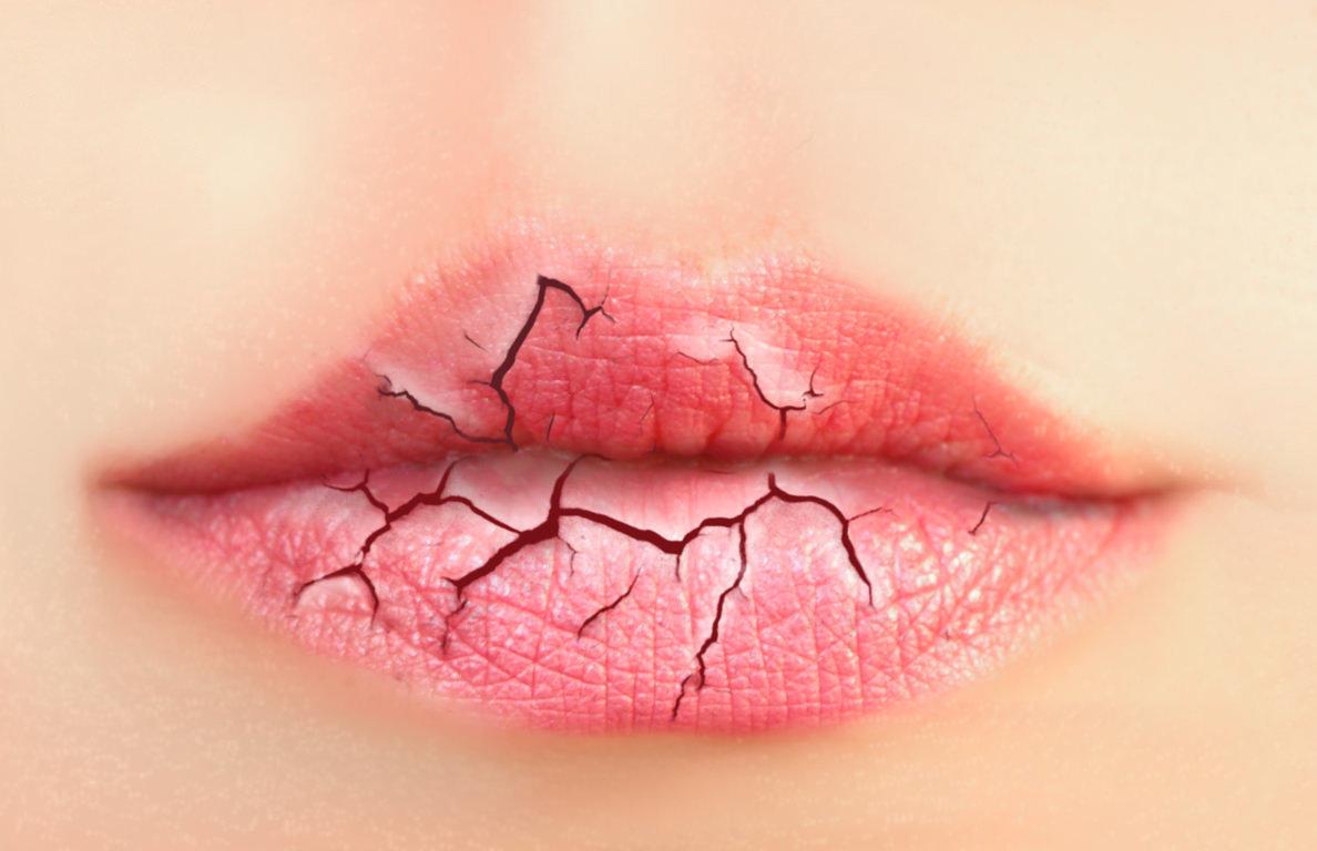¿Cómo hidratar los labios de forma natural?
