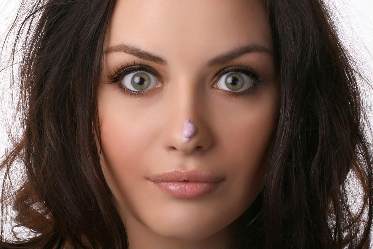 Trucos de maquillaje para una nariz más bonita