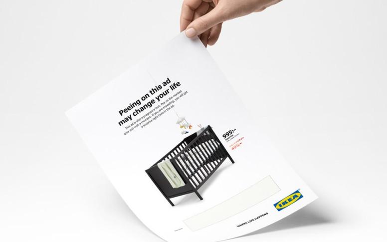 Por qué deberías orinar en este anuncio de Ikea