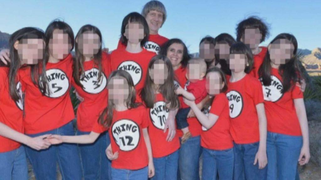 Una pareja tenía a sus 13 hijos desnutridos y atados a la cama
