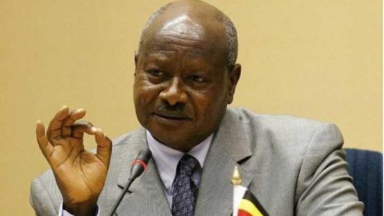 """Uganda prohíbe el sexo oral: """"la boca es para comer"""""""