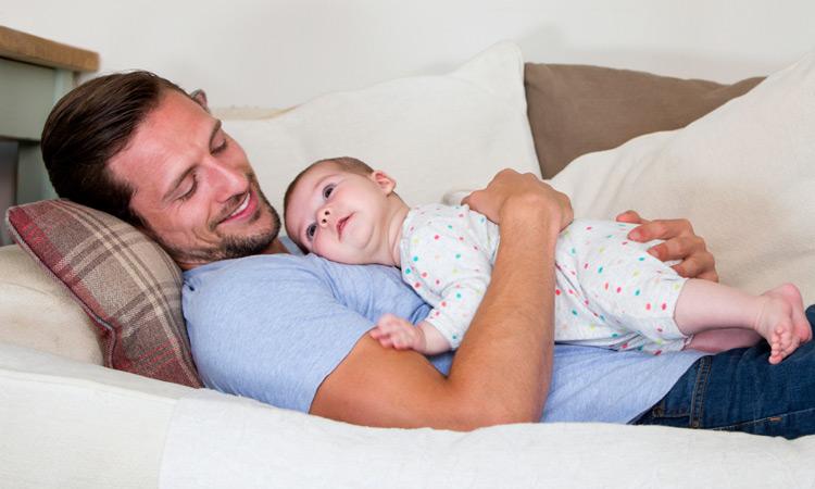 2019: Se amplía el permiso de paternidad en España