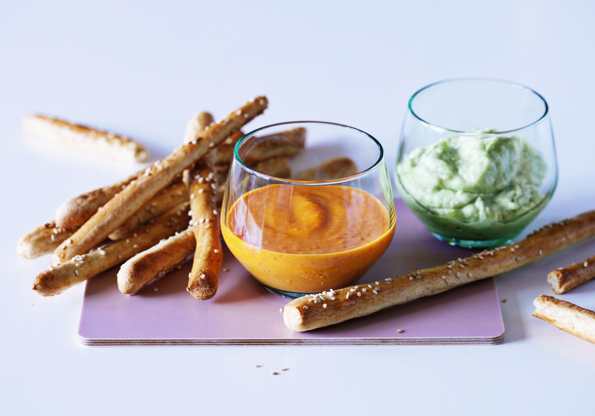 pretzels with dipping sauce