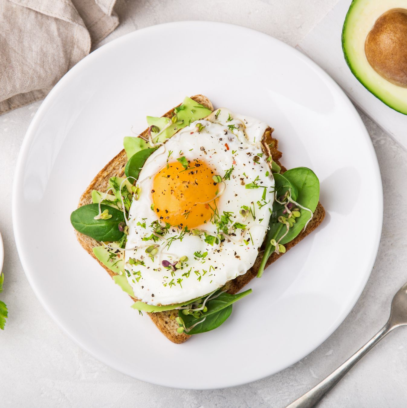 toast with avocado, spinach and fried egg