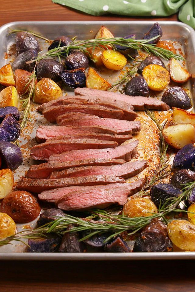 Dish, Food, Cuisine, Ingredient, Meat, Pork loin, Roasting, Produce, Garnish, Recipe,